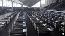 Bolnički kreveti u sportskom centru u Podgorici