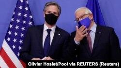欧盟外交政策主管博雷利在布鲁塞尔会晤前欢迎美国国务卿布林肯。(2021年3月24日)