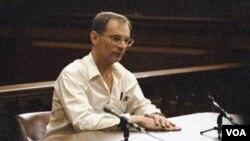 """El """"Vigilante de metro"""", Bernhard Goetz, fue absuelto de intento de homicidio, pero condenado a ocho meses de cárcel por posesión de armas."""