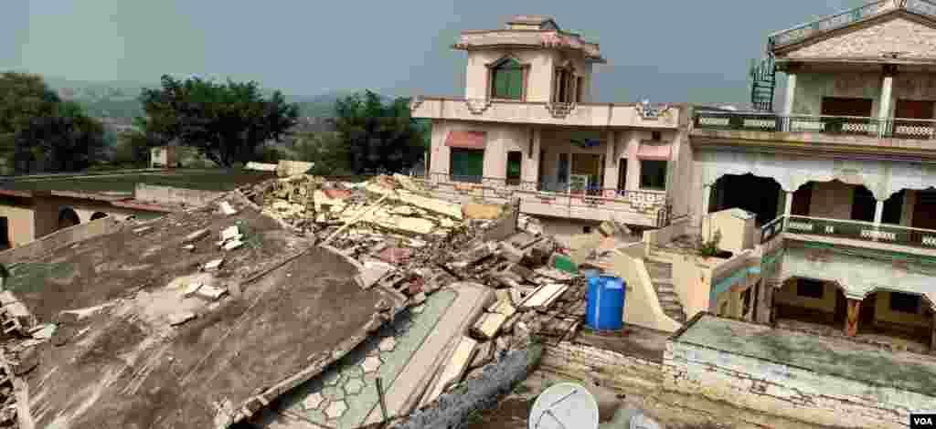 زلزلہ پیما مرکز کا کہنا تھا کہ زلزلہ مقامی وقت کے مطابق شام چار بج کر ایک منٹ اور 53 سیکنڈ پر آیا