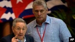 Chủ tịch Cuba Raul Castro (trái) và Phó Chủ tịch Miguel Diaz Canel hồi năm 2016
