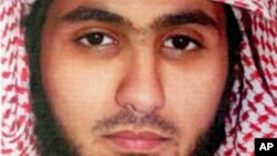 File - Fahad Suleiman Abdulmohsen al-Gabbaa dan kasar Saudiya da shiga Kuwait ya tarwatsa kansa a Masallacin Shiite mafi girma ya kashe mutane 27