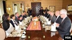 سینیٹر لنزی گراہم کی سرکردگی میں امریکی وفد کے پاکستانی وزیر خارجہ شاہ محمود قریشی سے مذاکرات