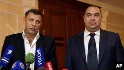 Alexander Zakharchenko (esq), Igor Plotnitsky (dir), em Minsk, Bielorússia, a 20 de Setembro 2014