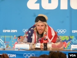 U.S. snowboarder Sage Kotsenburg addressing a news conference after winning the first gold medal at the Sochi Olympics, Feb. 8, 2014 (P. Brewer/VOA).
