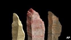 Lempeng-lempeng batu kecil, yang disebut mikrolit, digali dari Pinnacle Point, sekitar 500 kilometer dari sebelah barat Cape Town, dan dibuat 71.000 tahun lalu (Foto: dok).