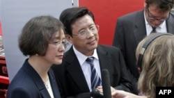 Chủ tịch Tập đoàn Tam Nhất Lương Ổn Căn (giữa) là người giàu nhất Trung Quốc với tài sản trị giá khoảng 11 tỉ đôla