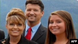 Бристол Пэйлин с родителями