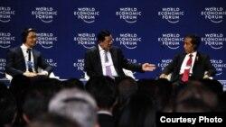 Presiden Joko Widodo bersama PM Kamboja Hun Sen (tengah) di World Economic Forum di Hotel Shangri-La, Jakarta (20/4). (Dokumentasi Biro Pers Kepresidenan)
