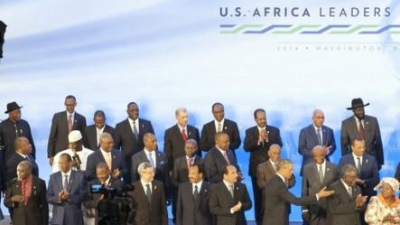 今年八月美国首次举办的非洲峰会上各国领导人合影