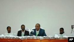 Filomeno Vieira Lopes (centro esquerda), com Justino Pinto de Andrade, numa acção do Bloco Democrático, em Luanda (foto de arquivo)