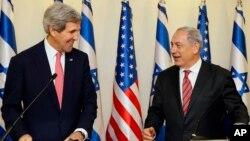 Thủ tướng Israel Benjamin Netanyahu và Ngoại trưởng Mỹ John Kerry trong cuộc họp báo chung tại Jerusalem, ngày 5/12/2013.