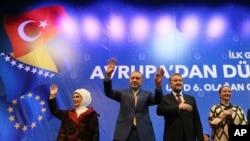 Recep Tayyip Erdoğan sa suprugom Emine i Bakir Izetbegović sa suprugom Sebijom, Zetra, Sarajevo, 20. maj 2018.