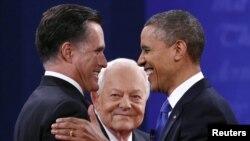 奧巴馬和羅姆尼在舉行辯論前握手