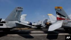 正在南中國海巡航的美國卡爾·文森號航空母艦