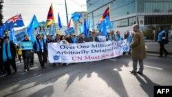 Uyğurlar və Tibet xalqının nümayəndələri BMT qarşısında Çinə qarşı etiraz nümayişi keçirir