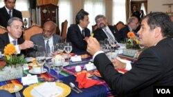 Rafael Correa intenta convencer a los mandatarios de su región sobre la importancia de dejar el crudo bajo tierra, a cambio de una millonaria contribución al país.