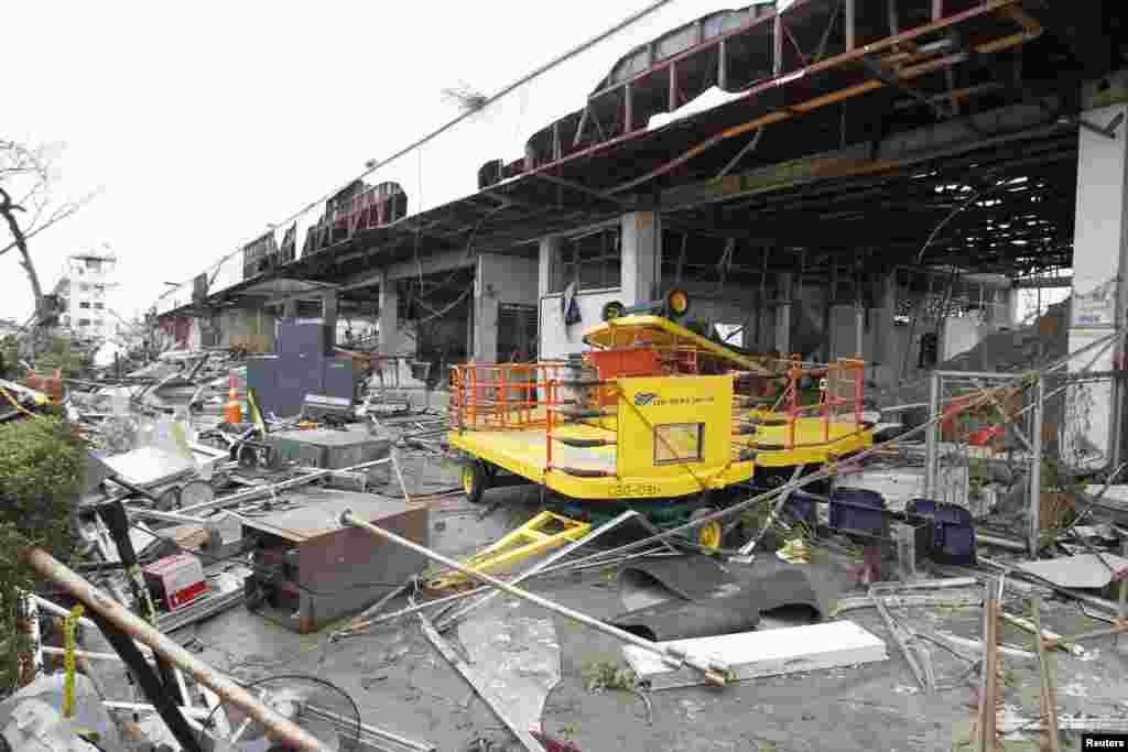 ہائیان نامی سمندری طوفان سے فلپائن کے مرکزی شہر تاکلوبان میں شدید تباہی ہوئی ہے۔
