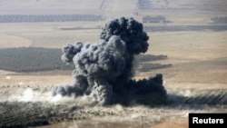 Smoke rises at Islamic State militants' positions in the town of Naweran, near Mosul, Iraq, Oct. 23, 2016. Kurdish Peshmerga fighters, backed by Turkish artillery, on Sunday claimed to have seized full control of the town of Bashiqa, about 10 kilometers northeast of IS-occupied Mosul.