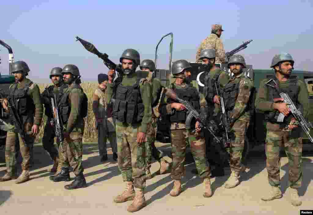 پاکستانی فوج کے شعبہ تعلقات عامہ آئی ایس پی آر کے ڈائریکٹر جنرل لفٹیننٹ جنرل عاصم باوجوہ کے مطابق چار حملہ آور مارے جا چکے ہیں۔
