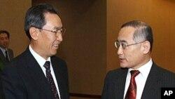 베이징에서 회동하는 한국측 6자회담 수석대표(우)와 중국측 6자회담 수석대표(좌)