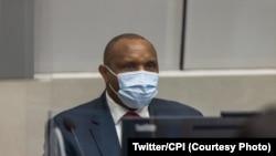 Bosco Ntaganda, elongi ezipami na masque, azali kolanda ekateli na ye na Cour pénale internationale, na Haye, Pays-Bas, 20 mars 2021. (Twitter/Cour pénale internationale)