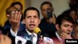 委內瑞拉反對派領袖、宣布自己為臨時總統的全國代表大會主席瓜伊多在加拉加斯的一次記者會上講話。(2019年5月3日)