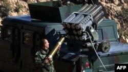 12일 쿠르드족 민병대가 이슬람 수니파 무장조직 ISIL이 장악한 이라크 신자르 지역에서 탈환 작전 중이다.