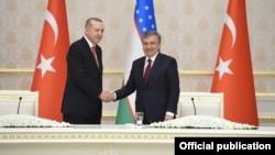 Turkiya Prezidenti Rajab Toyib Erdog'an O'zbekiston rahbari Shavkat Mirziyoyev bilan, Toshkent, O'zbekiston, 30-aprel, 2018-yil