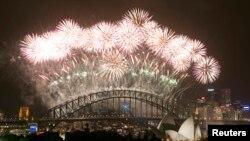 Parayaan kembang api untuk menyambut tahun baru 2014 di kota Sydney, Australia.