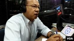 Ok Serei Sopheak, a governance specialist, talks on Hello VOA radio call-in show, file photo.