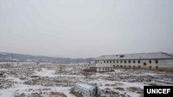 북한 함경북도 민송주 군이 살던 마을은 지난 홍수로 거의 파괴됐다. 유니세프가 지난해 공개한 '북한 수해 복구 보고서'에 실린 사진이다.