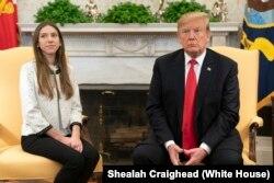 도널드 트럼프 미국 대통령이 27일 백악관에서 베네수엘라 임시 대통령을 자처한 후안 과이도 국회의장의 부인 파비아나 로살레스 여사를 접견했다.