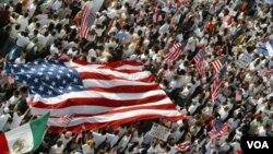Una de las iniciativas promovidas por las organizaciones es la naturalización de inmigrantes que son elegibles para ser ciudadanos.