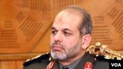 Menteri Pertahanan Iran, Jenderal Ahmad Vahidi: Teheran siap membantu memperkokoh militer Lebanon.