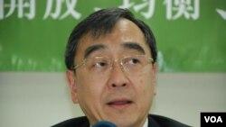 香港大學經濟學講座教授王于漸表示,香港普選特首的制度最重要是符合民主程序、無不合理篩選,國際標準只是其中一個標準(美國之音湯惠芸)