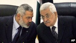 Palestinian Authority President Mahmoud Abbas, right, and senior Hamas political leader Ismail Haniyeh (file photo)