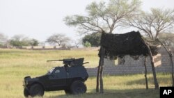 Près du QG de la force anti-Boko Haram, à Maiduguri, le 26 septembre 2011. (AP Photo/Sunday Alamba)