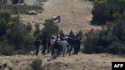Palestinski demonstranti na sirijskoj strani granice sa Izraelom, Golanska visoravan, 6. jun 2011.