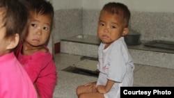 북한에서 많은 아이들이 영양실조를 겪고 있다 (자료 사진)