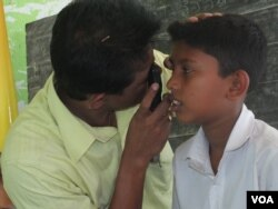 Sri Lankan school children and their parents are happy with the free service. (Courtesy SOMS)