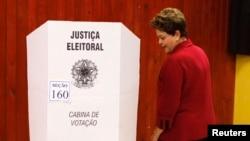 Dilma Roussef vota