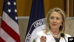 """Menlu AS Hillary Clinton berpidato pada pembukaan acara tahunan """"Forum Diaspora Global"""" yang kedua di Washington, Rabu (25/7)."""