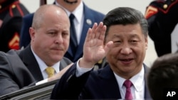 Le président chinois Xi Jinping à son arrivée à l'aéroport à West Palm Beach, en Floride, le 6 avril 2017.