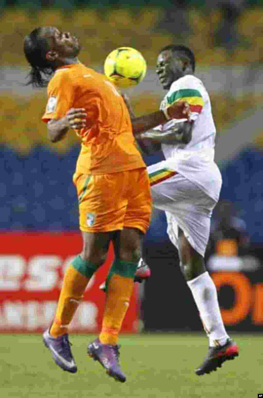 Ivory Coast's Didier Drogba (L) challenges Adama Tamboura of Mali during their African Nations Cup semi-final soccer match at the Stade De L'Amitie Stadium in Gabon's capital Libreville February 8, 2012.