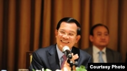 Perdana Menteri Kamboja Hun Sen berbicara kepada warga Kamboja yang tinggal di Amerika, Kanada dan Eropa, mengenai situasi politik di Kamboja, di New York, 24 September 2015. (Foto:Dok)