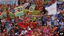 Milhares estiveram em Brasília hoje