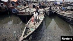 Người dân Miến Điện chạy lánh cư vì các vụ bạo động hồi gần đây