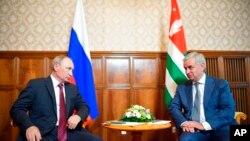 俄罗斯总统普京和格鲁吉亚分裂省份阿布哈兹领导人会谈 (2017年8月8日)