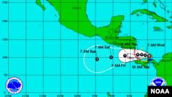 Los meteorólogos prevén que la tormenta tropical cobrará fuerza y podría convertirse en huracán el martes.